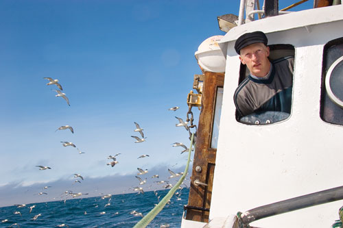 Sigurgeir 'Geiry' Steinar Thórarinsson pilots the Jörun, his deep-sea net boat, back to Bolungarvík after a bad day.