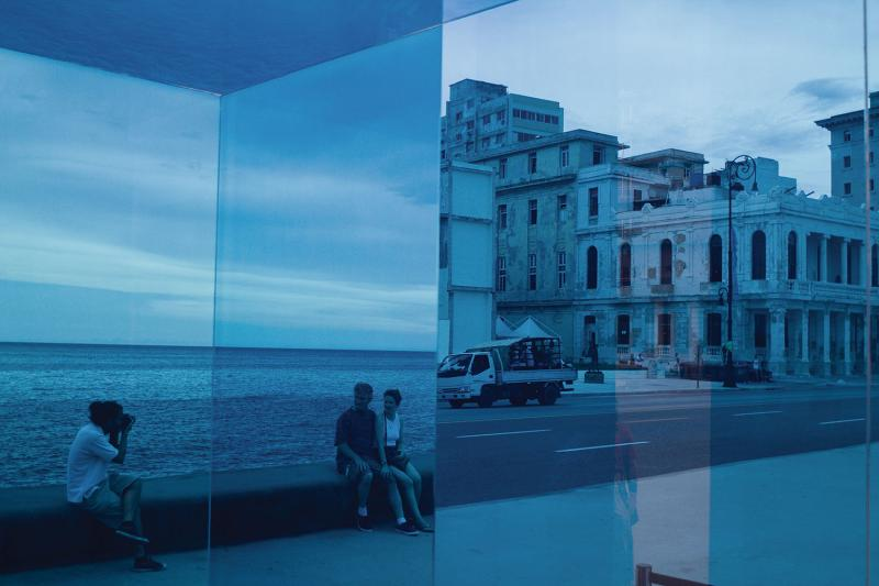 Blue Cube-Immersion by Rachel Valdés Camejo, on Havana's Malecón. (Claudio Fuentes)