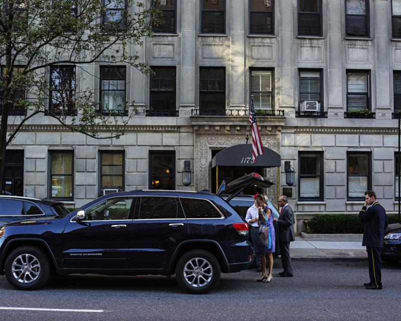 Making an exit, Park Avenue, Upper East Side, New York.