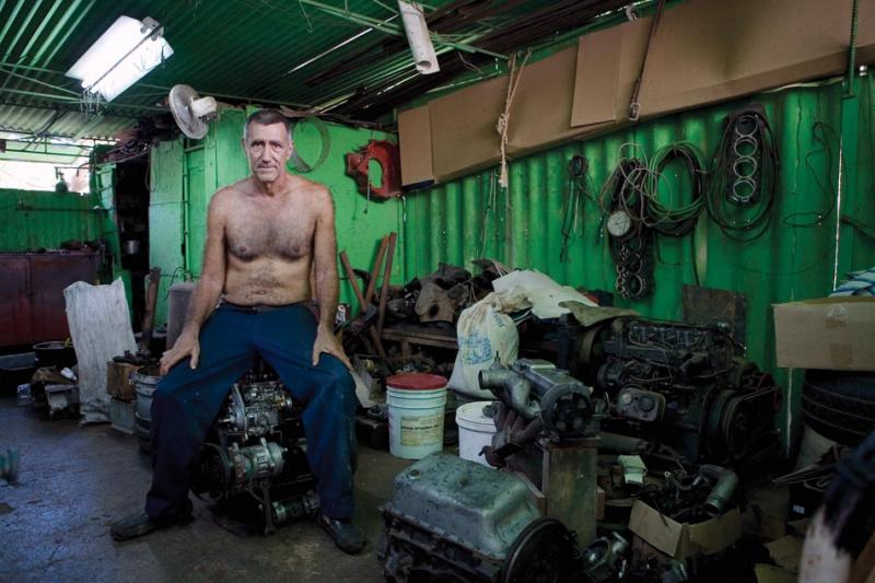 Bebin Reyes in his machine shop in Quivicán, 2009. (Jason Florio