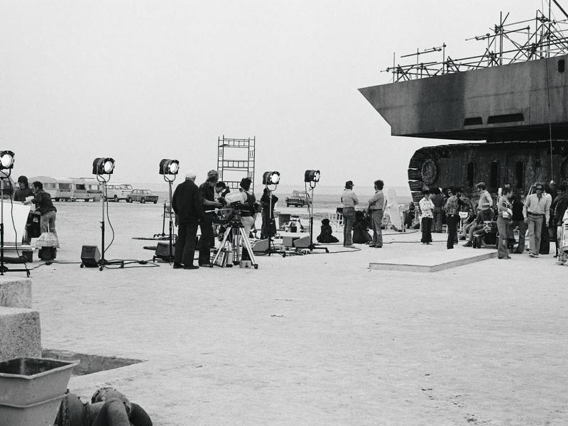 Star Wars sandcrawler set at Chott Al Jerrid, Tunisia, 1976. Courtesy of Lucas Film Ltd.