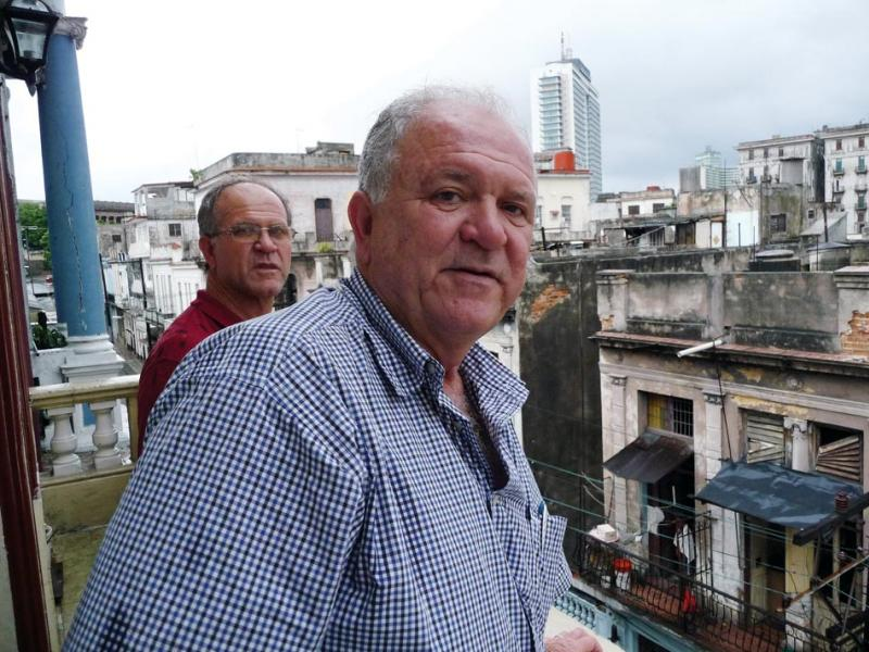 From left to right: Tom and José Reyes on the balcony in Havana. (Paul Reyes)