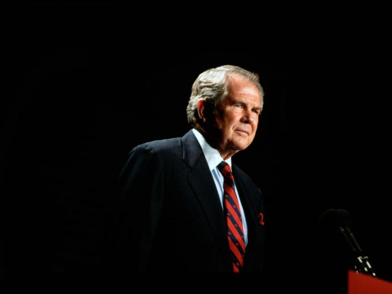 Pat Robertson speaks to a meeting of the Christian Coalition in Washington DC in 1994 (Wally McNaMee / Corbis).